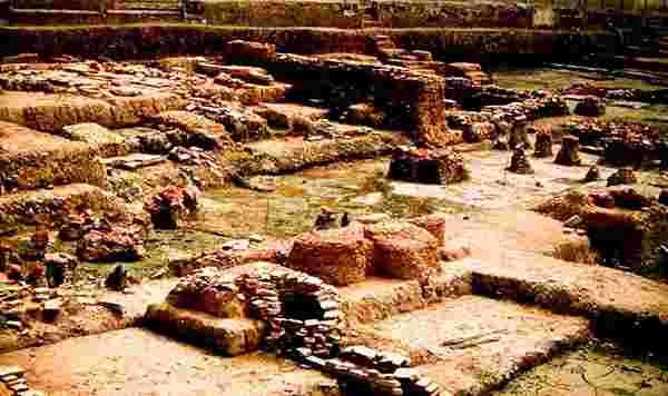 Phong thủy qua các đời vua Việt Nam – Bài 1: Đế vương xuất hiện trên đất bị phương Bắc trấn yểm